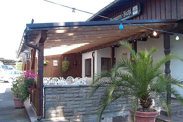 terrasse restaurant zur wagnerei bichl windgesch tzt berdacht. Black Bedroom Furniture Sets. Home Design Ideas